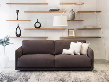 Modern kanapé keskeny karfával